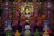 Taiwan 2012 - Taipei - Longshan Tempel - Hauptgott - Altar