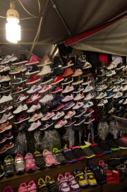 Taiwan 2012 - Taipei - St. Raohe Nachtmarkt - Schuhe