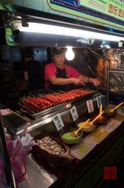Taiwan 2012 - Taipei - Ningxia Nachtmarkt - Wurststand