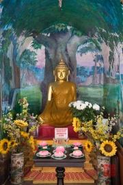 Malaysia 2013 - Georgetown - Burmese Buddhist Temple - Sitting Buddha
