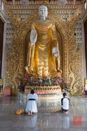 Malaysia 2013 - Georgetown - Burmese Buddhist Temple - Prayers