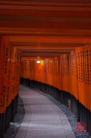 Japan 2012 - Kyoto - Fushimi Inari Taisha - Archway back