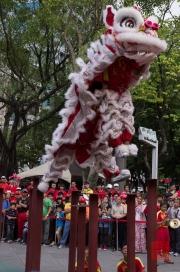Taiwan 2012 - Taipei - Lin-Namens-Fest - Löwentanz - Sprung