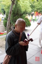 Taiwan 2012 - Taipei - Longshan Tempel - Tempelfest - Mönch