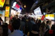 Taiwan 2012 - Taipei - Shilin Nachtmarkt - Besucher
