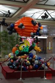 Taiwan 2012 - Taipei - U-Mall - Halloween - Luftballon Skulptur II