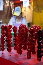 Taiwan 2012 - Taipei - St. Raohe Nachtmarkt - kandierte Erdbeeren