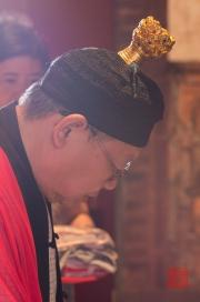 Taiwan 2012 - Taipei - Dalongdong Baoan Tempel - Priester