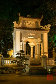Hanoi 2016 - Pagoda I by night
